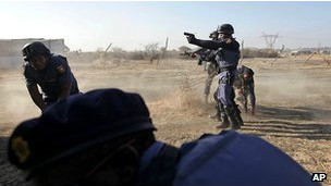 اعتصاب معدنچیان آفریقای جنوبی ۳۴ کشته برجا گذاشت